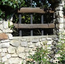 Kő és fa felületek